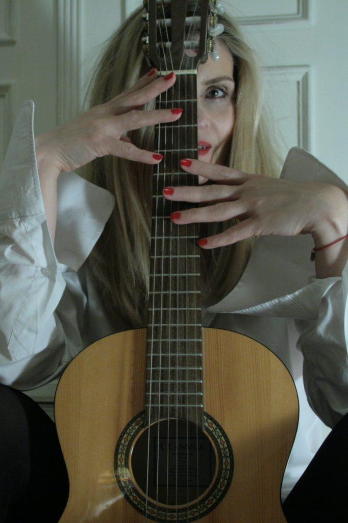 Madame D'dorf & Guitar